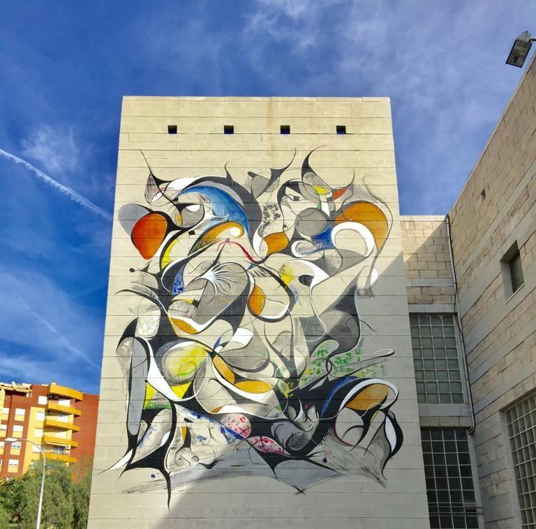 Mural abstracto en la ruta de murales de Estepona